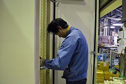 品質管理リーダー01|配電盤・制御盤・分電盤・計装盤製品の製作・製造を設計、板金、配電組立、検査まで一貫生産のヤマカワ電機