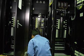 品質管理部門01|配電盤・制御盤・分電盤・計装盤製品の製作・製造を設計、板金、配電組立、検査まで一貫生産のヤマカワ電機