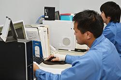 設計リーダーインタビュー01|配電盤・制御盤・分電盤・計装盤製品の製作・製造を設計、板金、配電組立、検査まで一貫生産のヤマカワ電機