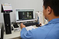 設計リーダーインタビュー02|配電盤・制御盤・分電盤・計装盤製品の製作・製造を設計、板金、配電組立、検査まで一貫生産のヤマカワ電機