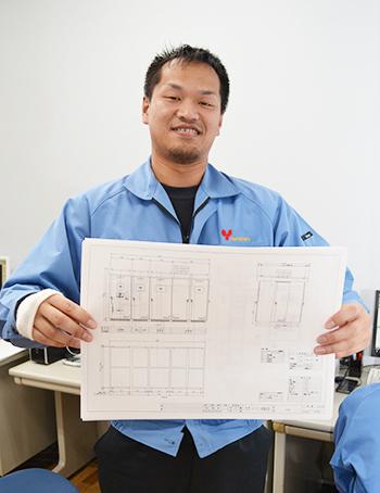 設計リーダーインタビュー|配電盤・制御盤・分電盤・計装盤製品の製作・製造を設計、板金、配電組立、検査まで一貫生産のヤマカワ電機