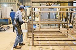 設計から組立・検査まで、お客様を支える自社工場一貫生産 配電盤・制御盤・分電盤・計装盤製品の製作・製造を設計、板金、配電組立、検査まで一貫生産のヤマカワ電機