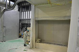 塗装工場01|配電盤・制御盤・分電盤・計装盤製品の製作・製造を設計、板金、配電組立、検査まで一貫生産のヤマカワ電機