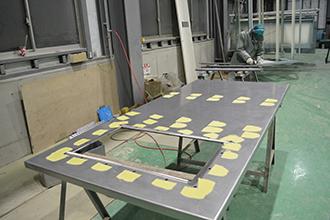塗装工場03|配電盤・制御盤・分電盤・計装盤製品の製作・製造を設計、板金、配電組立、検査まで一貫生産のヤマカワ電機
