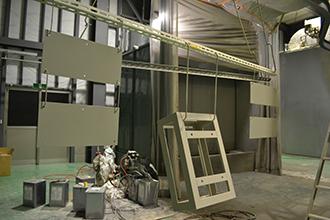 塗装工場04|配電盤・制御盤・分電盤・計装盤製品の製作・製造を設計、板金、配電組立、検査まで一貫生産のヤマカワ電機