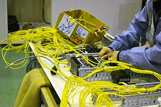 配電盤製造工程04|配電盤・制御盤・分電盤・計装盤製品の製作・製造を設計、板金、配電組立、検査まで一貫生産のヤマカワ電機