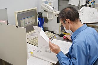 製函工場01|配電盤・制御盤・分電盤・計装盤製品の製作・製造を設計、板金、配電組立、検査まで一貫生産のヤマカワ電機