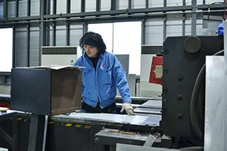 製函工場03|配電盤・制御盤・分電盤・計装盤製品の製作・製造を設計、板金、配電組立、検査まで一貫生産のヤマカワ電機