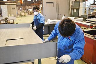 製函工場05|配電盤・制御盤・分電盤・計装盤製品の製作・製造を設計、板金、配電組立、検査まで一貫生産のヤマカワ電機