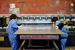 鉄、SUS、ZAM、ボンデ他多種の製品を扱っています|配電盤・制御盤・分電盤・計装盤製品の製作・製造を設計、板金、配電組立、検査まで一貫生産のヤマカワ電機