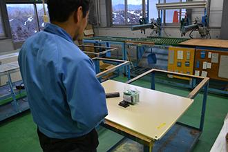 配線組立工場01|配電盤・制御盤・分電盤・計装盤製品の製作・製造を設計、板金、配電組立、検査まで一貫生産のヤマカワ電機