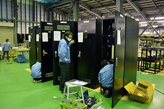 配線組立工場03|配電盤・制御盤・分電盤・計装盤製品の製作・製造を設計、板金、配電組立、検査まで一貫生産のヤマカワ電機